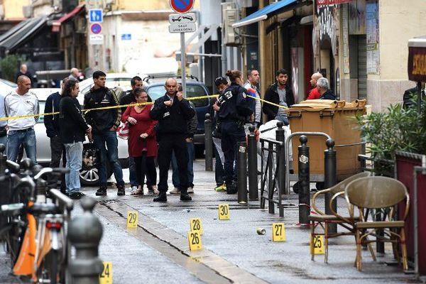 Des coups de feu ont été tirés depuis un véhicule qui transportait plusieurs personnes.
