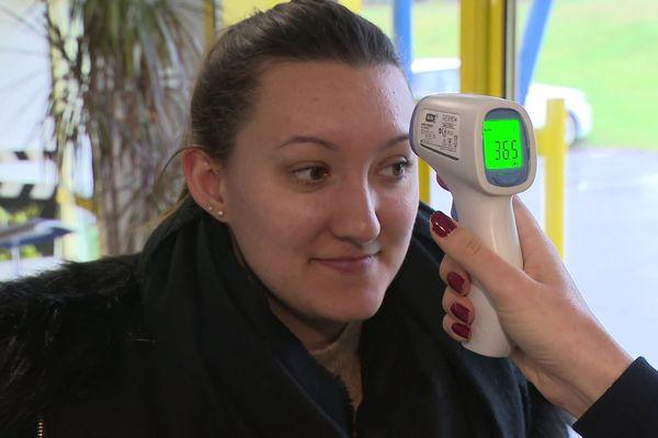 Depuis lundi, prise de température systématique pour tous les salariés et visiteurs d'EuroPLV  à Saint-Victurnien.