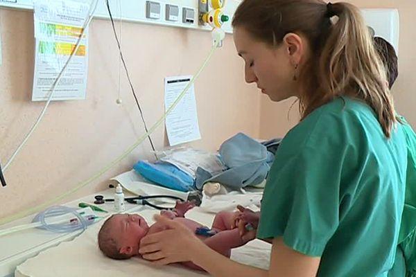 nouveau-né à la maternité du CHU de Dijon