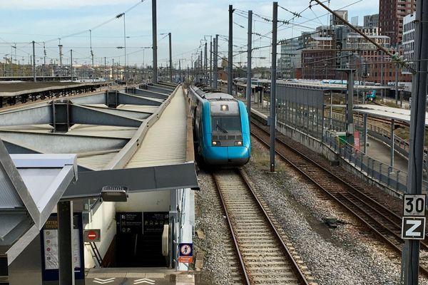 Train Express Régional en gare de Nantes