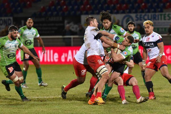 La fin du match en Pro D2 entre Aurillac et Montauban s'est terminé en bagarre générale, vendredi 22 décembre.