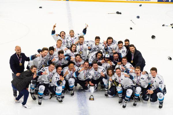 Les Spartiates de Marseille sont champions de France de Division 1 (2ème échelon français) après leur victoire face à l'Etoile Noire de Strasbourg, 5 buts à 1.