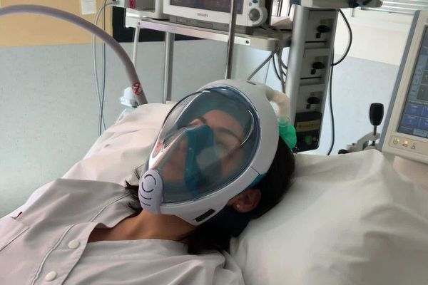Montpellier - un fab lab de l'université adapte un masque facial de plongée Décathlon en nébuliseur ventilateur pour malades du Covid-19 - avril 2020.