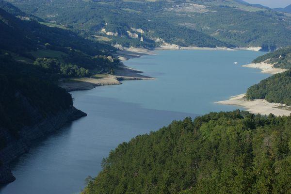 Le corps d'un homme a été découvert mercredi dans le lac de Monteynard, en Isère.