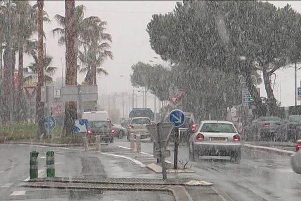 Le 26 février 2018 était hivernal, le 26 février 2019 semble estival, ou presque. Un anticyclone est installé sur la France et pousse le mercure jusqu'à 23 degrés.