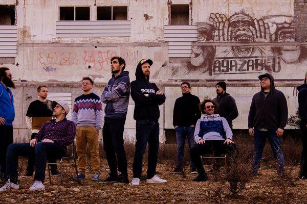 A défaut d'écouter Tayazabeu en concert, vous pourrez découvrir le nouvel album du groupe sur les plateformes légales.