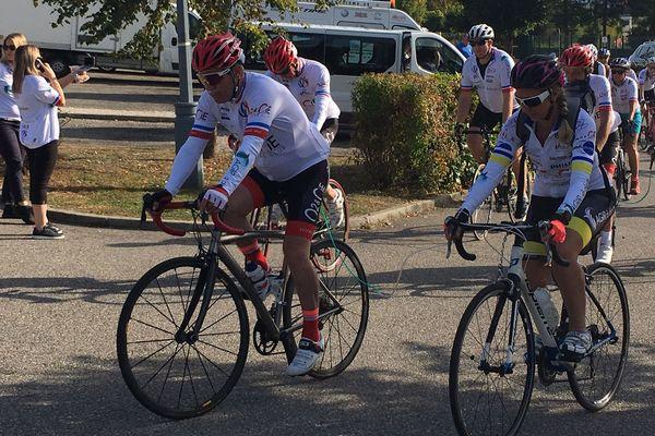 Une cinquantaine de coureurs, dont une dizaine atteints de BPCO, ont pris le départ de la première étape de ce Tour de France, entre le lac de Paladru et le CHU Grenoble-Alpes (Isère).