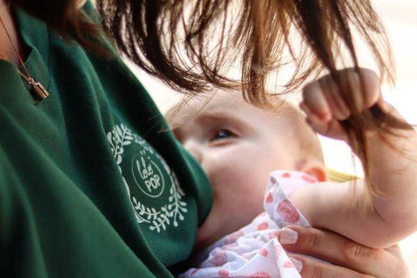 Des marques de vêtements commencent à s'intéresser au créneau de l'allaitement.