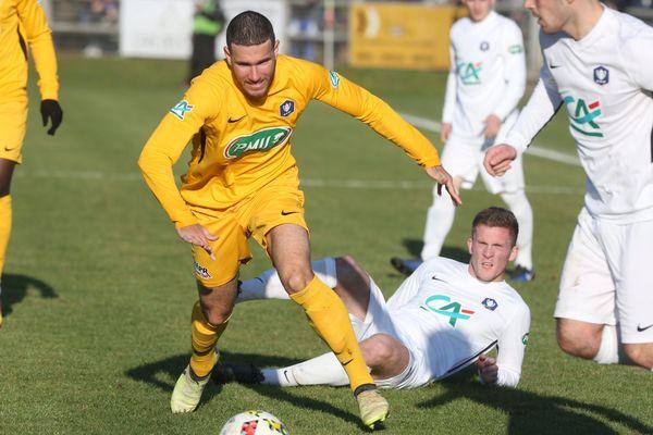 Le 18 octobre, les joueurs de Longueau se sont imposés 2-1 face à Blois malgré 3 divisions d'écart.