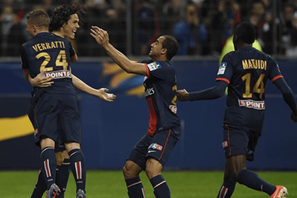 Grâce à un doublé de Cavani, le PSG s'impose ce samedi soir face à Lyon 2 buts à 1.