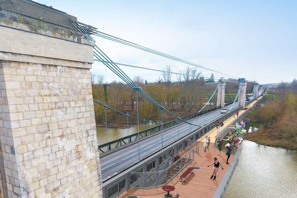 En 2021, le pont réhabilité comportera une passerelle pour les piétons et les cyclistes ainsi qu'un belvédère pour admirer la Loire.