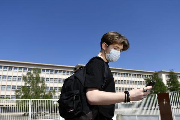 Pour la rentrée, les collégiens et les lycéens devront porter un masque.