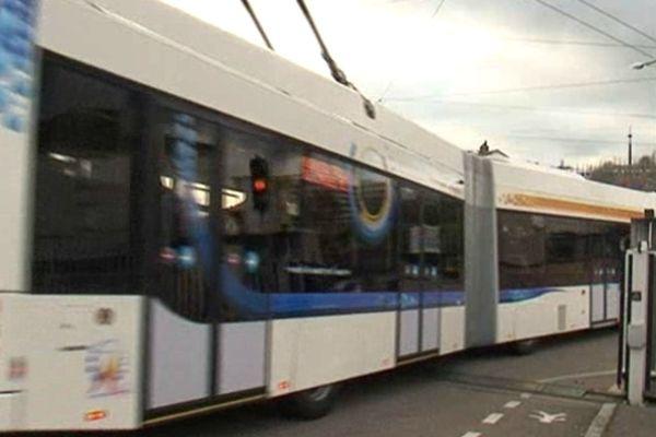Nouveau trolleybus articulé mis en service en novembre 2012 à Limoges fabriqué par l'entreprise suisse Hess