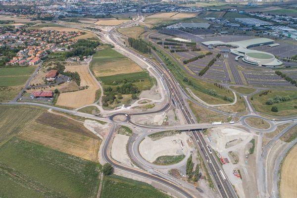 Après plusieurs semaines d'interruption, le chantier de l'autoroute A75 au sud de Clermont-Ferrand a repris.