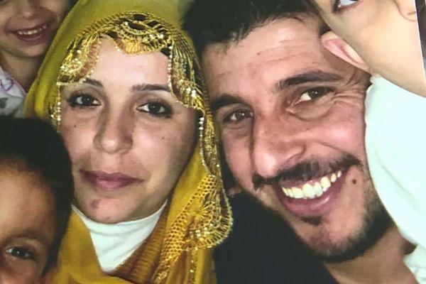 Aysé est actuellement séparée de son mari Halit et de leurs trois enfants