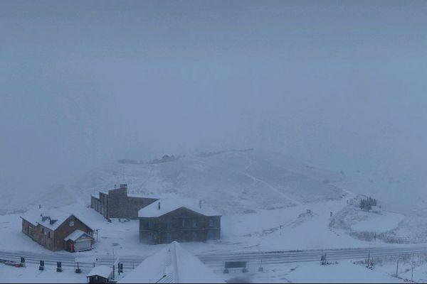 Le col du Lautaret sous la neige ce lundi matin.