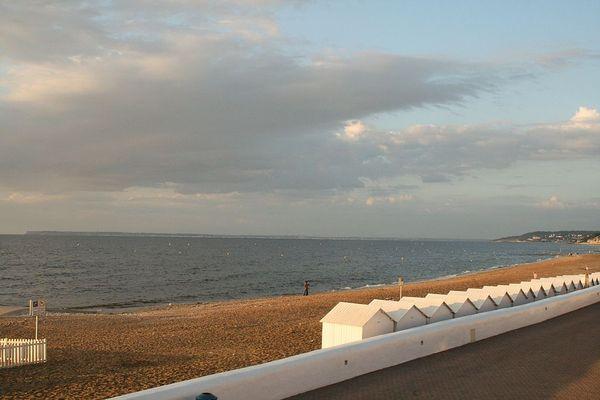 Dans le Calvados, sur la Côte Fleurie, un ciel partagé pour ce JEUDI à l'horizon de Villers-sur-Mer.
