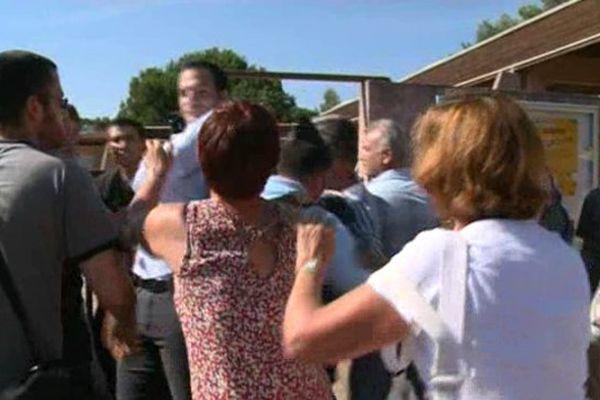 Les manifestants font barrage aux élus FN - juin 2015.