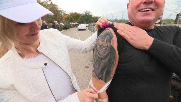 Jean-Paul Belmondo tatoué sur le bras du cascadeur Marko König.