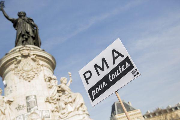 La PMA pour toutes, promesse de campagne d'Emmanuel Macron, devrait entrer dans le débat parlementaire en 2019.