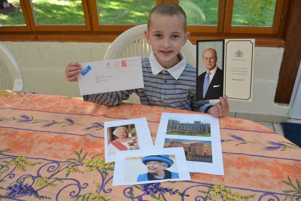 Noé a eu la satisfaction de recevoir une lettre de la reine d'Angleterre. Le courrier était une réponse aux condoléances que le petit garçon lui avait envoyées après la mort du prince Philippe.
