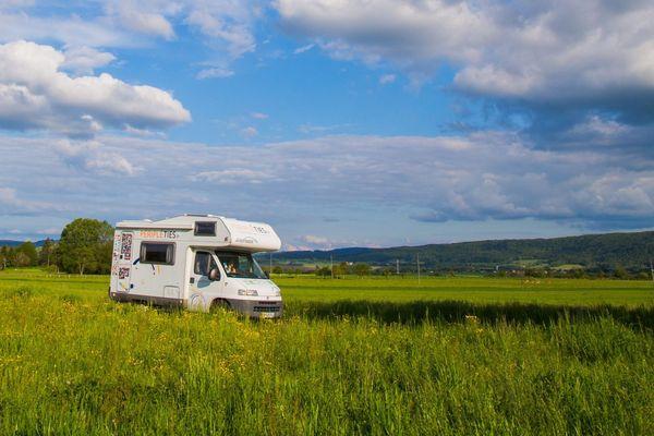 En pleine crise sanitaire, le camping-car tire son épingle du jeu.