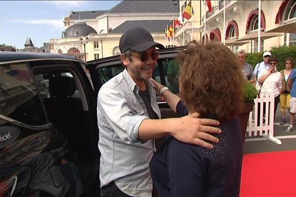 L'arrivée à Cabourg du comédien humoriste manu Payet, membre du jury du festival