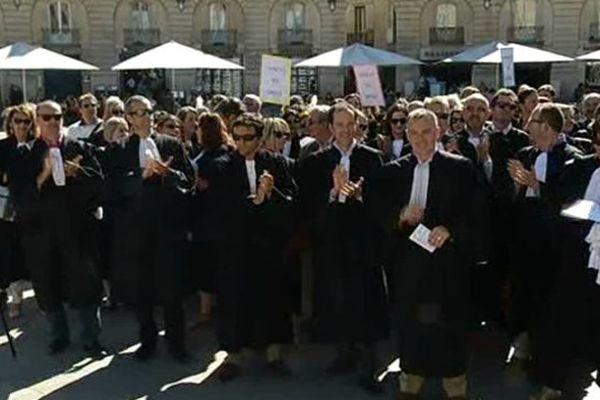 Comme dans toute la France, les avocats se sont fortement mobilisés à Dijon jeudi 26 juin 2014. Ils demandent une revalorisation du financement de l'aide juridictionnelle.