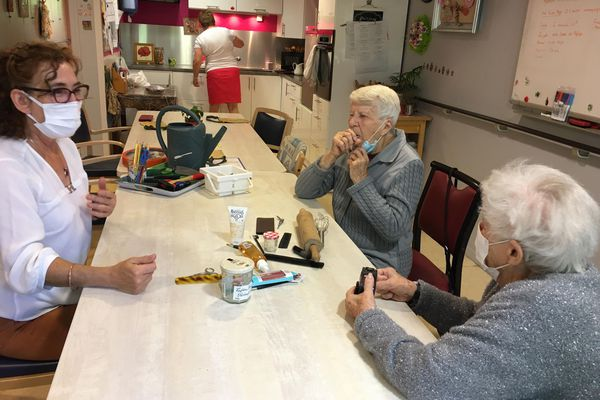 A Besançon (Doubs), l'Escapade accueil une à deux fois par semaine les malades touchés par Alzheimer