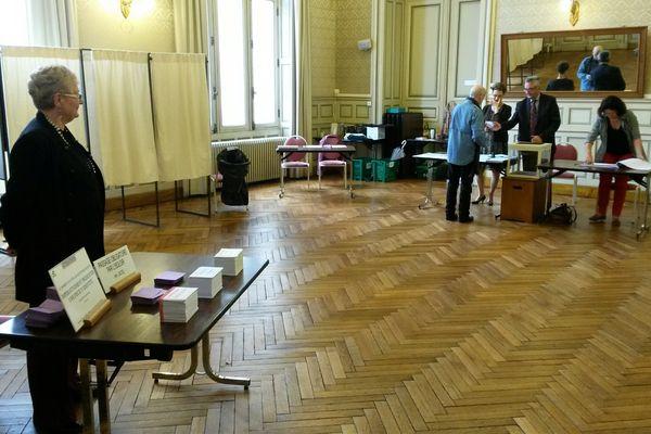 Bureau de vote à Niort ce dimanche matin