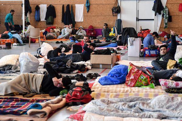 Le gymnase a permis de mettre plusieurs migrants à l'abri du froid.