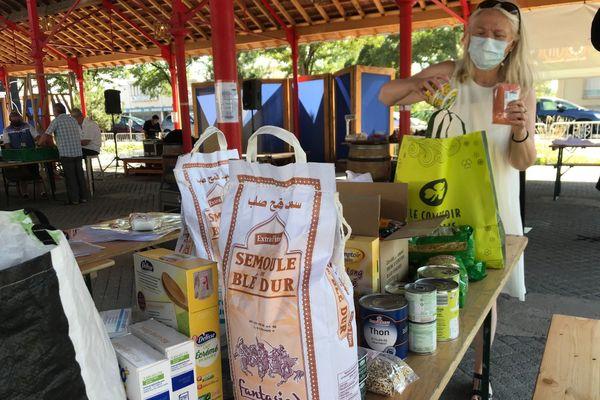 Le stand recueille des aliments non périssables afin de pouvoir les acheminer à Beyrouth dès que possible