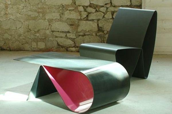 Un exemple des meubles en acier créés par Matthieu Colinet.