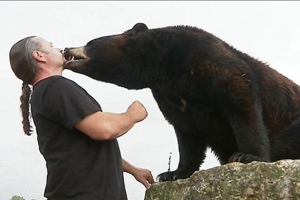 Frédéric Chesnau et son ours Valentin - 9 août 2019 - Loiret