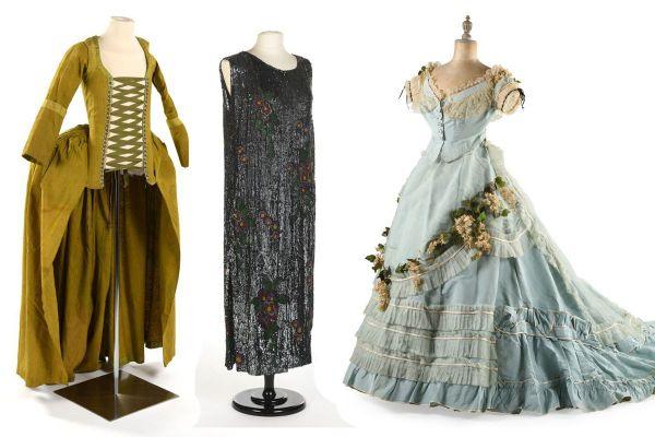 Une très rare robe du XVIIIe à vertugadins (à gauche), une robe signée Paul Poiret( au centre) ou une robe de bal à crinoline du XIXe (à droite) font partie de la collection mise aux enchères à Moulins dans l'Allier.