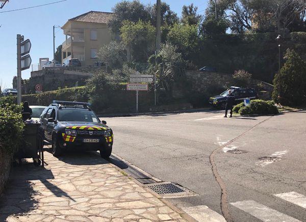 Contrôles des attestations effectuées par les gendarmes aux différents carrefours