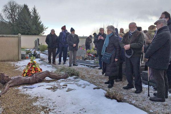 Mardi 22 janvier 2019 : début de l'hommage à l'abbé Pierre au cimetière d'Esteville (Seine-Maritime)
