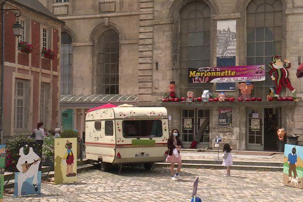 A Bernay (Eure), une vingtaine de compagnies participe au festival de la marionnette. Des expositions, conférences, films, stages adultes et enfants, manège artistique et animations enfants sont aussi proposées.