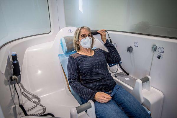 """La première de ces cabines a été installée à Montréal-la-Cluse. """"Quatre autres seront prochainement installées dans les territoires où l'offre de médecins est en tension"""" d'après Jean Deguerry, Président du département de l'Ain"""