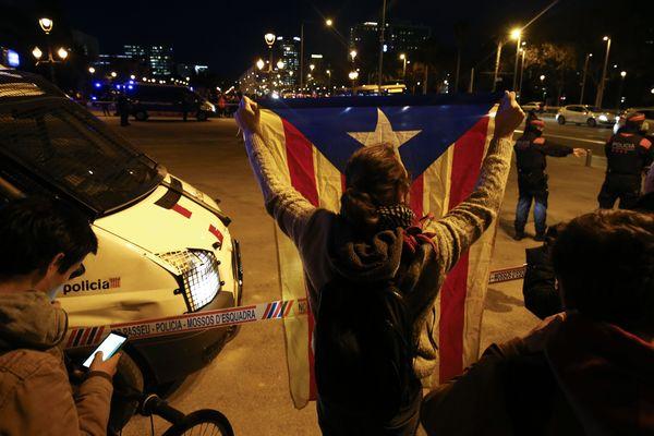 Les autorités espagnoles ont informé de la grande difficulté à circuler demain, vendredi 21 décembre 2018, sur l'AP 7 et la N II à destination de Barcelone. Les indépendantistescatalans considère comme une provocation la tenue d'un conseil des ministres décentralisé.Des manifestations ont lieu dès jeudi soir à Barcelone.