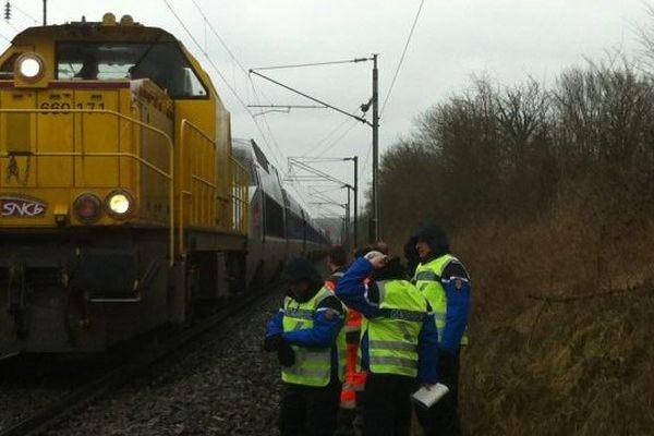 TGV bloqué à Saint-Pierre-la-Cour (53), dépanné par une locomotive diesel