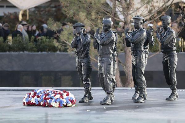 Le mémorial du parc André-Citroën en hommage aux soldats morts en opérations extérieures, inauguré à Paris à l'occasion du 11-Novembre.