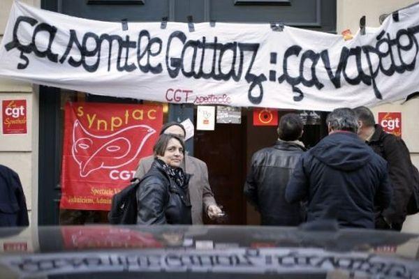 Les intermittents du spectacle ont manifesté à Paris le 6 mars 2014 devant les locaux de la CGPME à Paris.