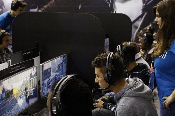 Les compétitions de jeux vidéo représentent un marché mondial de 600 millions de dollars par an.