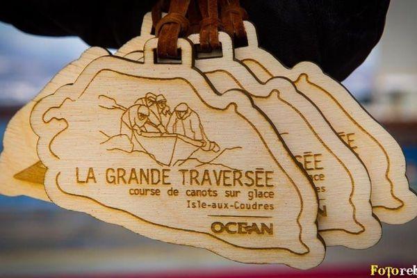 Médailles d'or de la course de canots sur glace de l'Isle-aux-Coudres, Québec, Canada - 22/02/2020