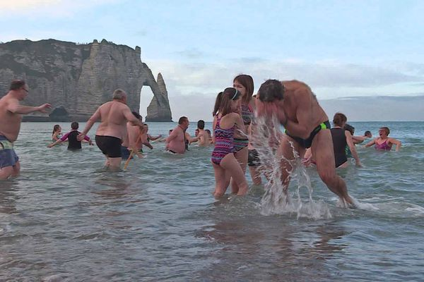 Le bain du 1er janvier 2020 à Etretat