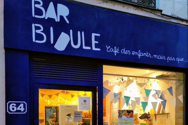 Le Bar Bidule, 64, rue d'entraigues à Tours a rouvert le mercredi 11 novembre 2020 avec une toute nouvelle devanture.