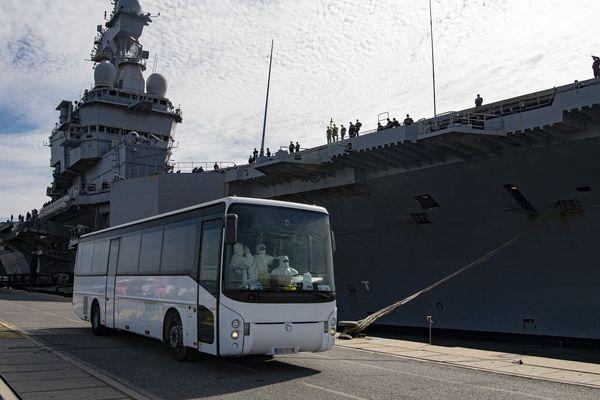 Le porte-avions Charles de Gaulle à quai à Toulon alors que l'épidémie de coronavirus a contaminé une bonne partie de l'équipage - 12/04/2020