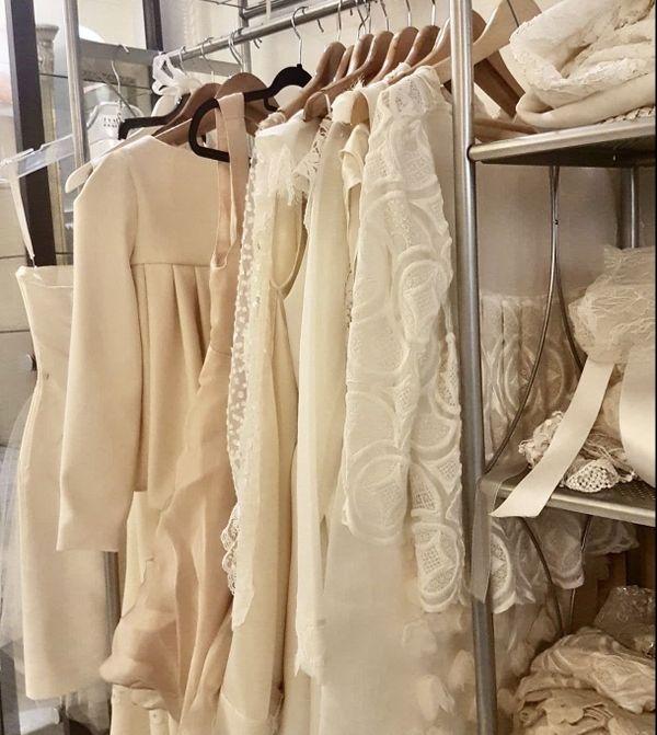 Quelques robes de la sélection de Camille lors des premiers essayages