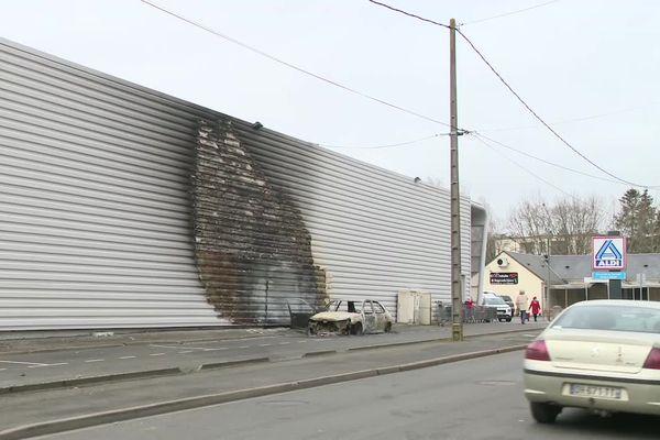 A la suite de l'accident de la circulation à Blois, des violences ont éclaté et des véhicules incendiés